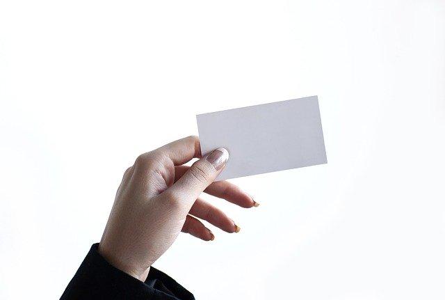 kartička v ruce