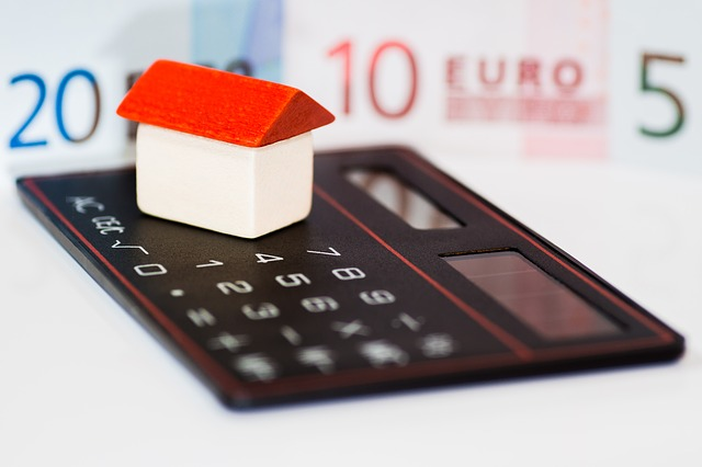 kalkulačka a peníze na bydlení